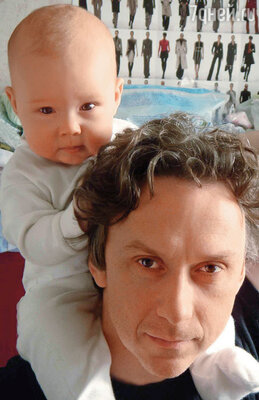 Теперь моему врачу Купитману даже есть чему поучиться у актера Вадима Демчога: я сам принимал роды у жены. На фото: с сыном Вильямом