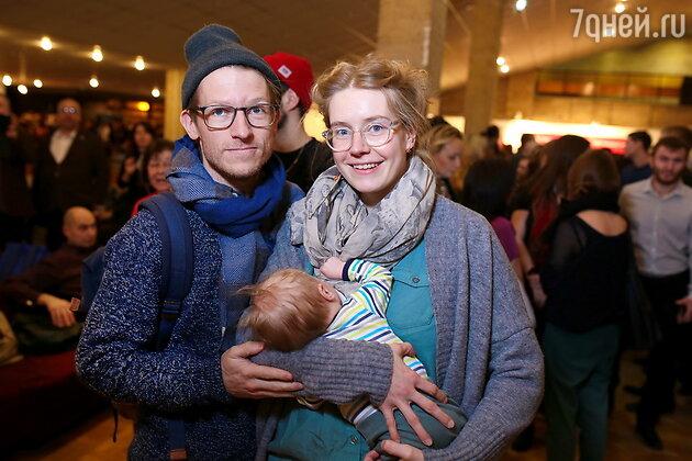 Казимир Лиске и Полина Гришина с сыном Оливером