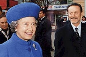 Королеву Елизавету поразил подарок от московских актеров