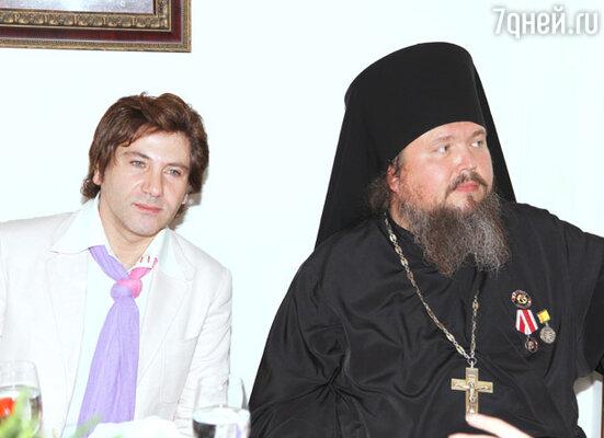 Авраам Руссо (слева)