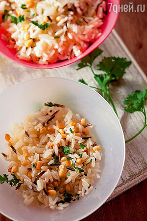 Рис с зеленью и орехами
