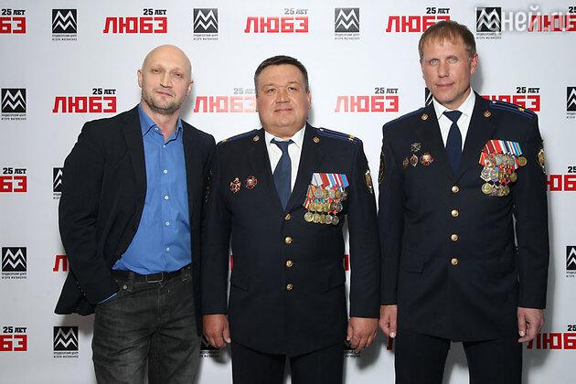 Гоша Куценко и офицеры «Альфы» на юбилейном концерте группы «Любэ»