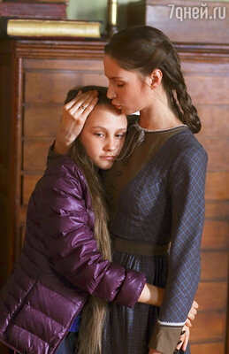 Маленькую роль в картине получила дочь режиссера Филарета Архангельская (слева)