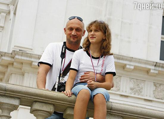 На вопрос о фамилии Полина отвечала: «Я из Рюриковичей». Полина с папой Гошей Куценко
