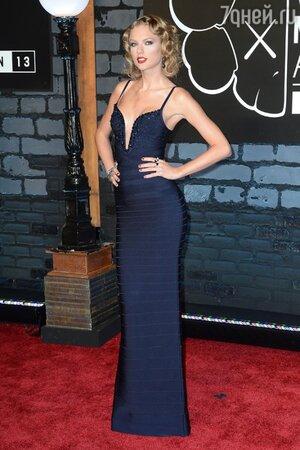 Тейлор Свифт в платье от Herve Leger на церемонии MTV Video Music Awards