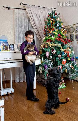 Ваня с домашними любимцами — кошкой Мусей и цвергшнауцером Рикко