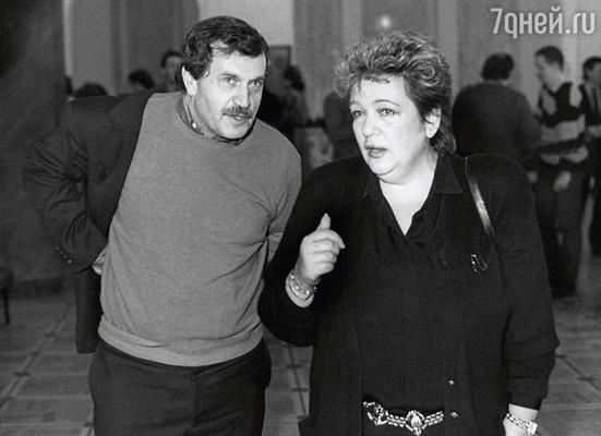 Василий Аксенов и Галина Волчек на премьере спектакля «Крутой маршрут». 1989 г.