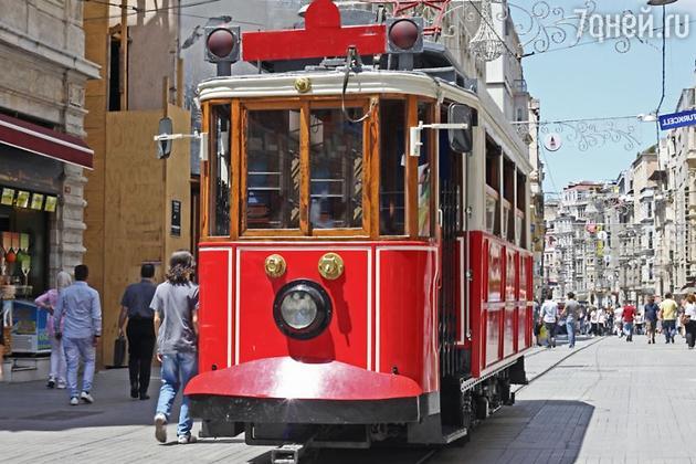Знаменитый стамбульский трамвай в Бейоглу