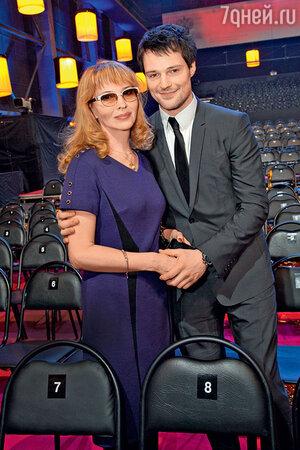 Данила Козловский с мамой Надеждой Николаевной на вручении премии «Золотой орел»