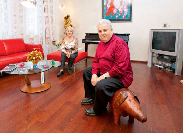Супруги Михаил Танич и Лидия Козлова в своей московской квартире. 2003 г.