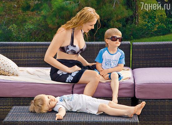 У малышей очень разные характеры. Фока — рассудительный и заботливый, Фома — артист и безобразник