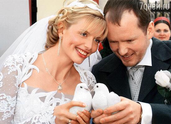 «Видишь ту, рыжую? — спросил про меня у Алексея Кравченко мой будущий муж. — Я на ней женюсь, и она родит мне детей». Свадьба с Алексеем Петрухиным