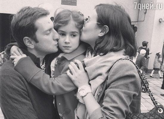 Анастасия Кочеткова и Резо Гигинеишвили с дочкой