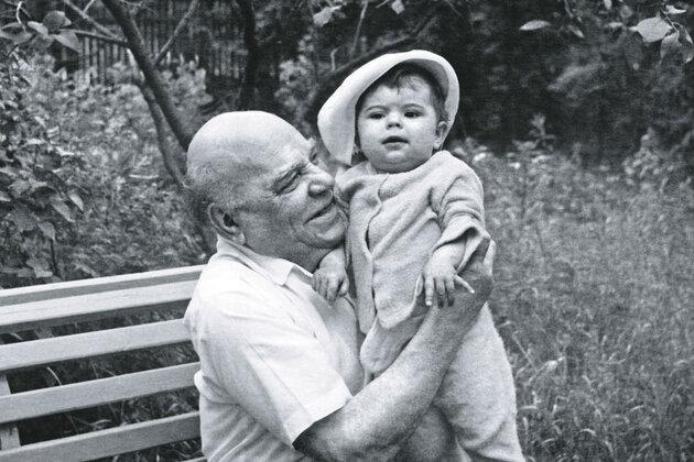Алексей Грибов  с внучкой