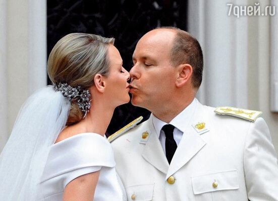 ...а принц женился на чемпионке ЮАР по плаванию Шарлин Уиттсток