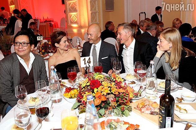 Егор Кончаловский, Надежда Михалкова, Федор Бондарчук, Степан Михалков с женой Елизаветой