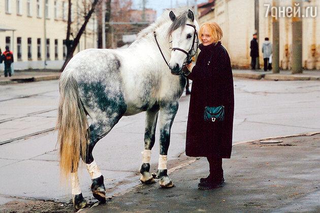 Наталия Белохвостикова с конем по кличке Кирилл