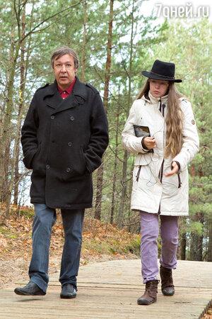 Михаил Ефремов и его дочь Анна-Мария в Юрмале