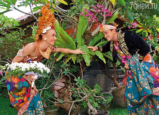 В декабре прошлого года мы закатили роскошную свадьбу на Бали — по местному обычаю. Посмотрев фотографии, Никита сказал: «Поздравляю, ты вышла замуж за Пенкина!»
