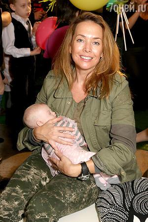 Жанна Фриске на фестивале детского творчества «Удивительные дети», проведенный фондом «Я есть!».