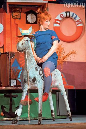 Наталия Защипина в  спектакле «Пеппи Длинныйчулок»