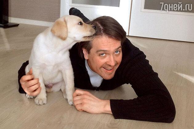 денис Матросов с щенком Феллини