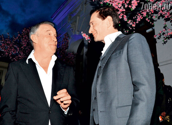 «С Костей меня очень многое связывает вжизни. Он мой близкий друг, и я его считаю одним из лучших актеров его возраста»