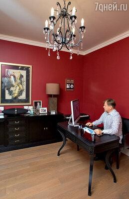 В кабинете