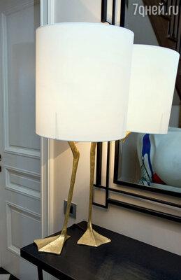 Лампу на «утиных» ножках привез из Англии старший сын Данила