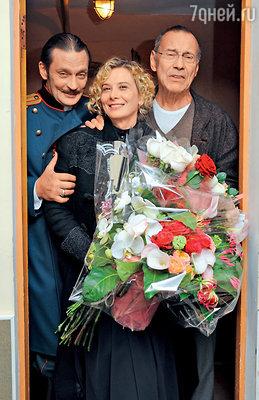 Александр Домогаров срежиссером спектакля «Три сестры» Андреем Кончаловским и его супругой ЮлиейВысоцкой
