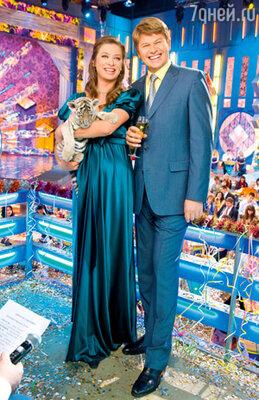 Ведущие «Голубого огонька» Мария Ситтель и Дмитрий Губерниев