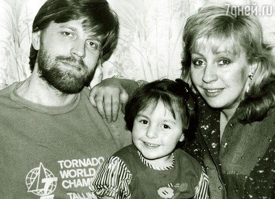 Маленькую Настю я сразу полюбил как родную дочь. (Вадим и Марина с Настей)