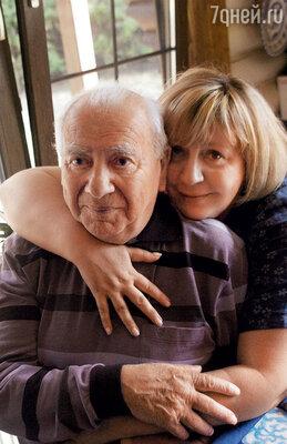 Марина никогда не виделась с настоящим отцом, папой для нее был и остается Григорий Ефимович...