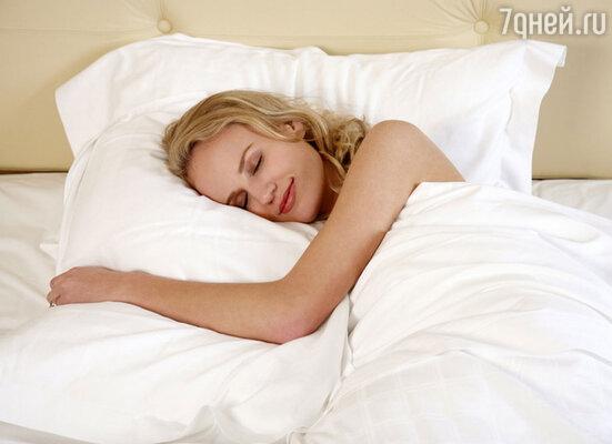 Сон взаимосвязан с похудением. Необходимо ложиться спать до 12 часов ночи, так как гормон, способствующий похудению,  вырабатывается в период с 11 до 3 часов  ночи