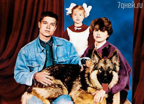 Мама, папа, я и наша собака