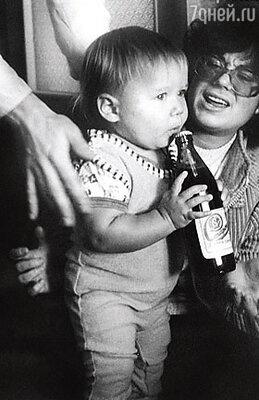 Маленький Стасик с мамой Илоной