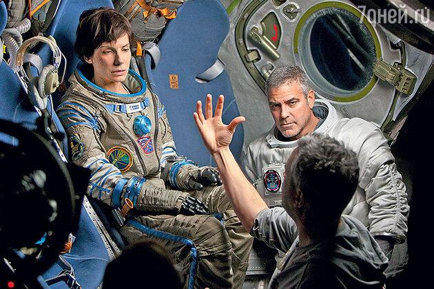 Сандра Буллок с Джорджем Клуни на съемках фильма «Гравитация». 2013 г.