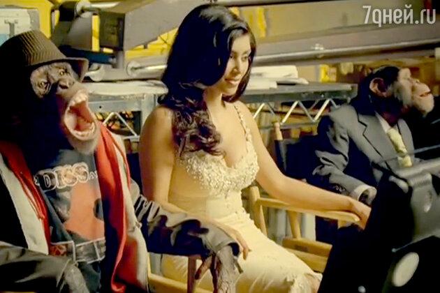 Ким Кардащьян в клипе группы Fall Out Boy «Thnks fr th Mmrs».