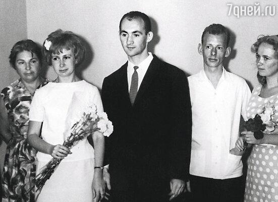 Мои родители поженились совсем молодыми. Папа был у мамы первым и единственным мужчиной