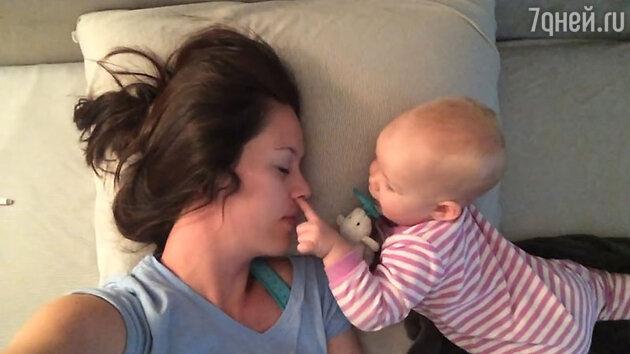 Эстер Андерсон и ее дочь Эллия
