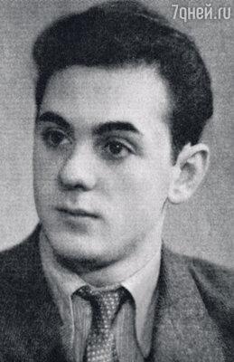 Анатолий Равикович — молодой актер театра вКомсомольске-на-Амуре. Конец 50-х годов