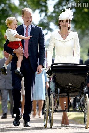 Кейт Миддлтон и принц Уильям с сыном принцем Джорджем и дочерью принцессой Шарлоттой