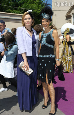 Елена Ищеева с подругой