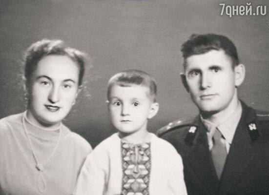 С родителями Фаиной Леонидовной и Исааком Давыдовичем. 1958 г.