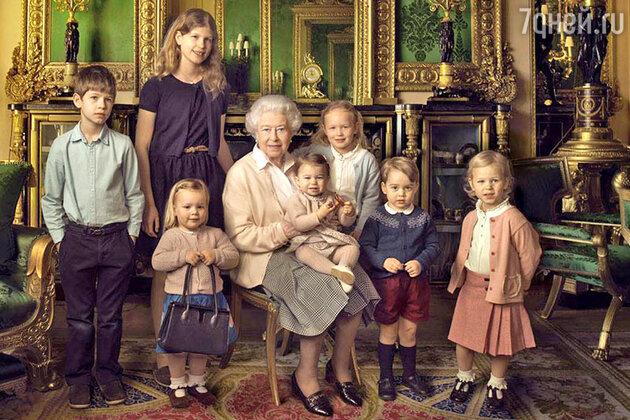 Королева Елизавета II с правнуками