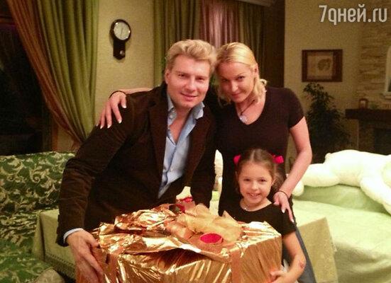 Николай Басков и Анастасия Волочкова с дочерью Аришей