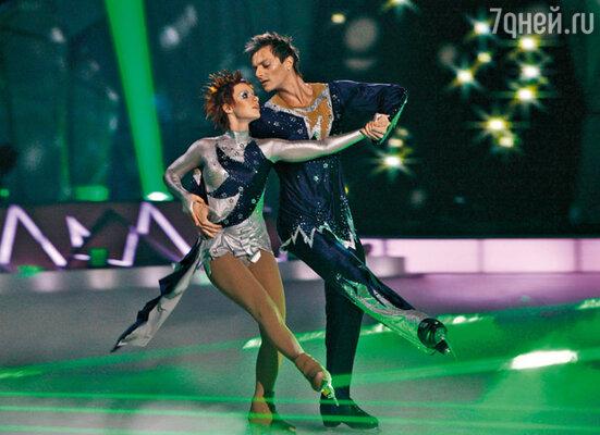 В шоу «Звездный лед» Юля участвовала вместе с чемпионом Франции Жеромом Бланшаром. 2008 г.