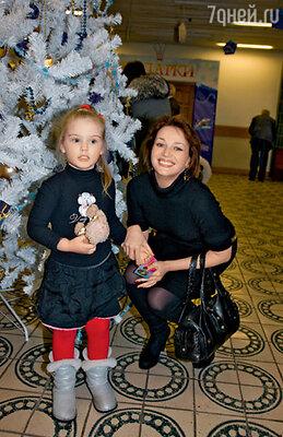 Дочь Александра Абдулова Женя с мамой Юлией