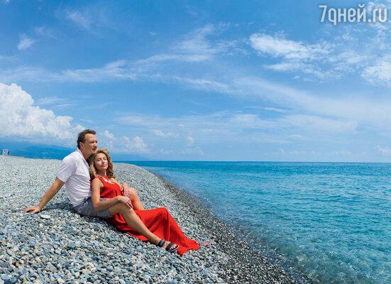 «Знаете, на Капри я заново влюбился в Катю. Когда я увидел ее выходящей изморских волн, у меня чуть сердце не остановилось! И эта богиня — моя жена...»