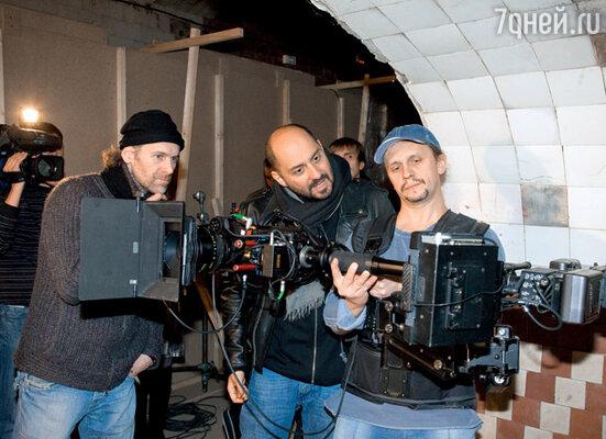 Кирилл Серебренников и Михаил Кричман (слева) отсматривают снятый материал